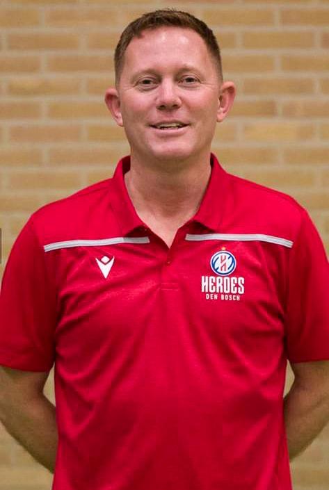 Michiel assistent coach U16